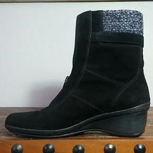 Womens Suede Leather Zip Front Wedge Heel Boots